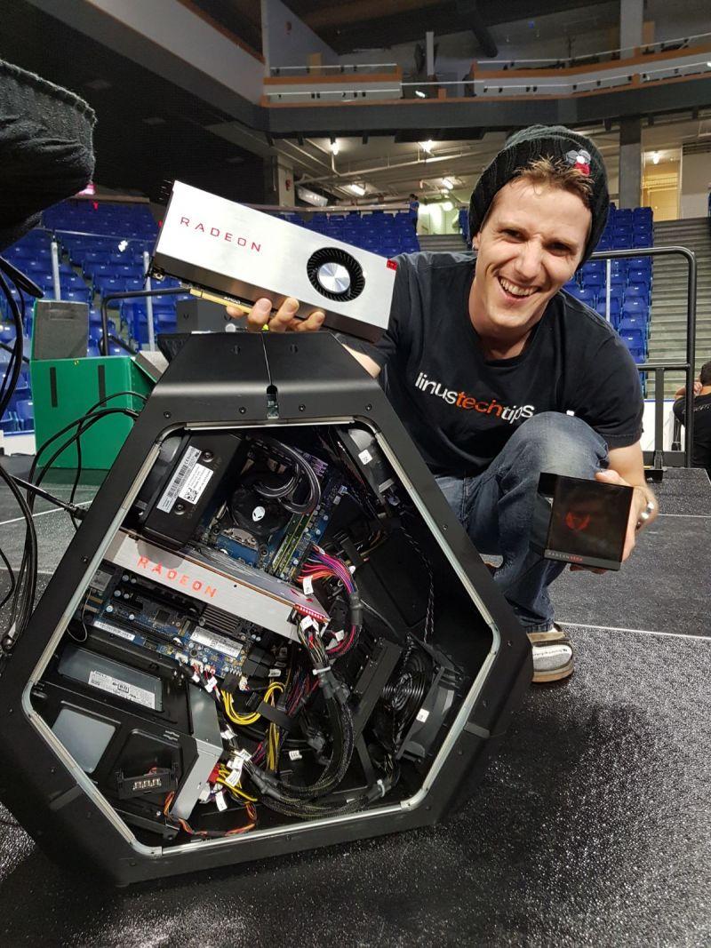 AMD-Radeon-RX-Vega-Holocube.jpg
